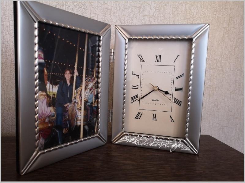 Настольные часы в серебряной рамке