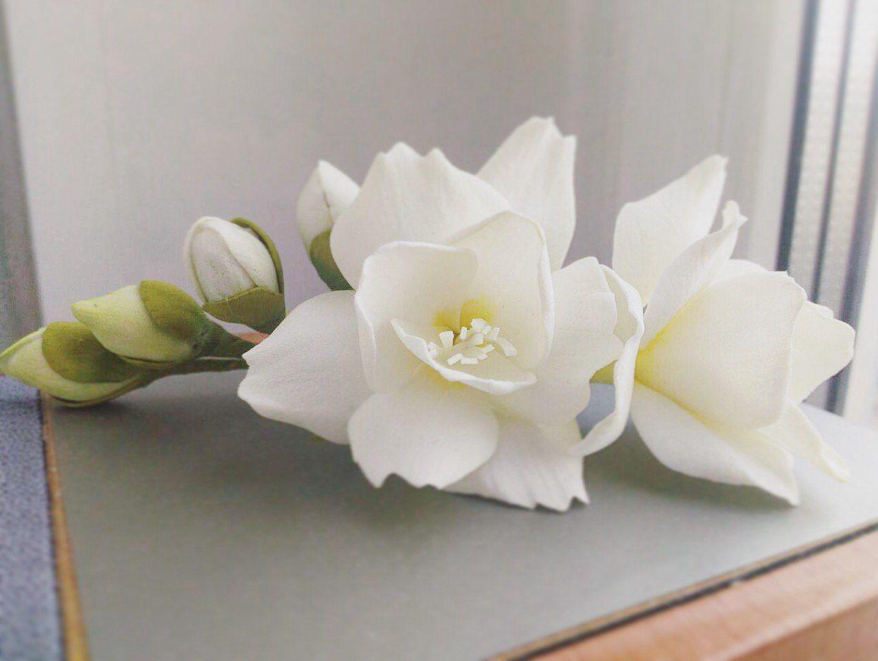 Белый цветок из фоармирана