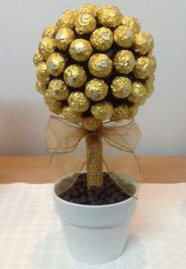 Из конфет топиарий в подарок