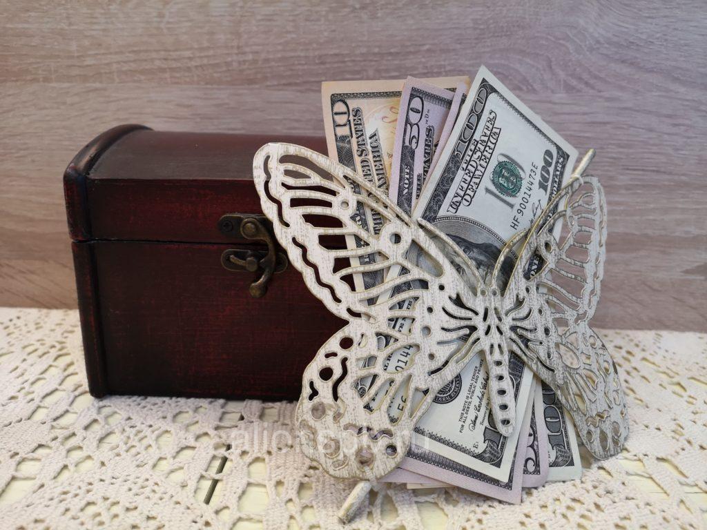 Бабочка-прихват для штор с долларами