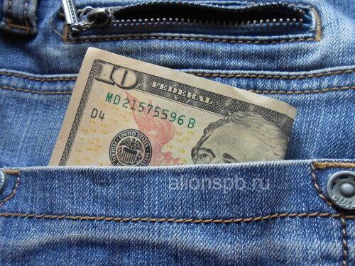 Доллары в кармане джинсов
