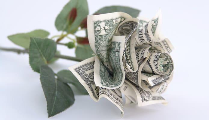 Роза сделанная из долларов