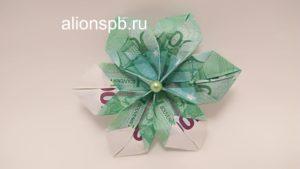 Украсить серединку денежного цветка бусинкой