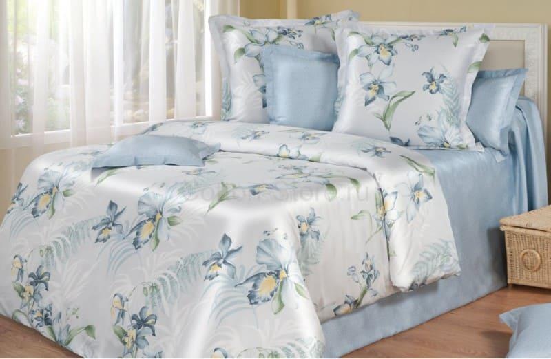 Белье из тенселя застеленное на кровать