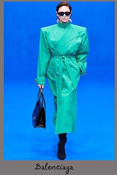Зеленое кожаное пальто